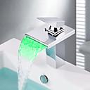Suvremeni Središnje pozicionirane LED / Waterfall with  Keramičke ventila Jedan Ručka jedna rupa for  Chrome , Kupaonica Sudoper pipa